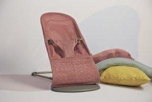 Шезлонг - кресло - качалка BabyBjorn Mesh до 13 кг розовый